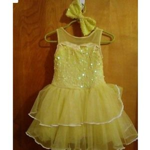 Like new girls sz 5 yellow leotard and bow